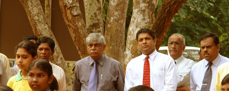 Mr. Anura Dissanayake, the Project Director of SEMP with the Ministry officials.