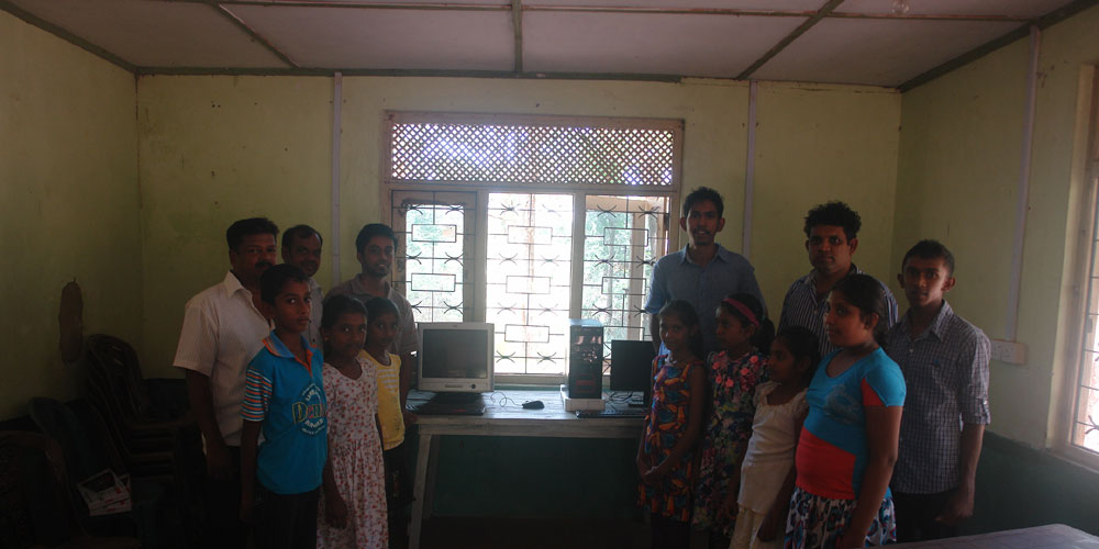 Malitta with Horizon Lanka staff and students