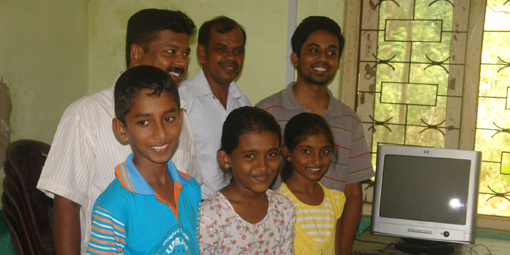 Manahara with the staff and students of Horizon Lanka