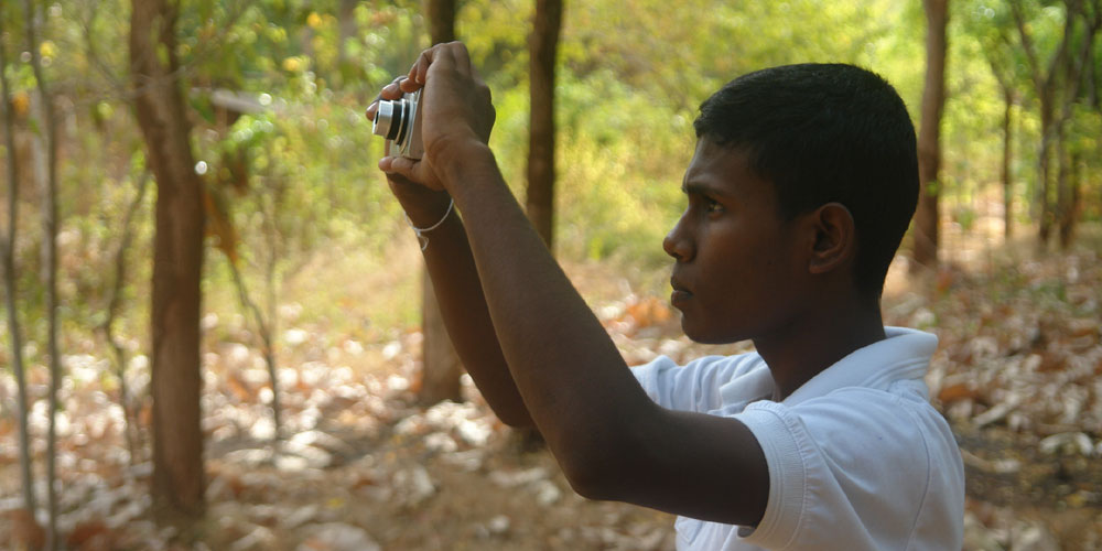 Sumudu Dilshan learning how to use the digital camera