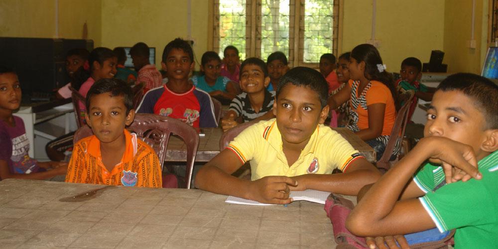 Horizon Lanka children at the computer lab