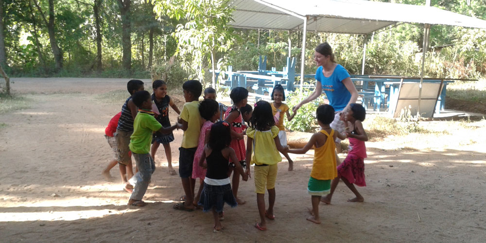 Klára Gebhartová with the Horizon Lanka children