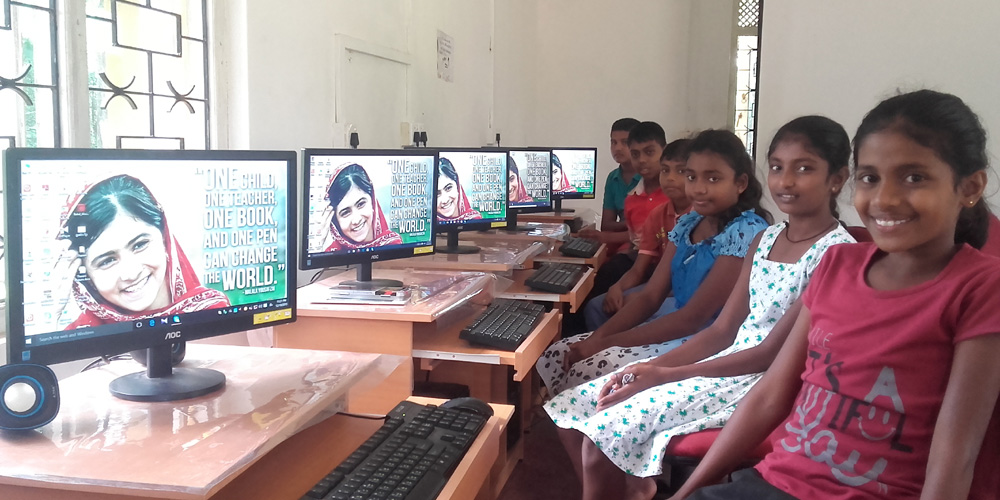 Horizon Lanka students with Malala's picture as the walpapetr in their PCs.