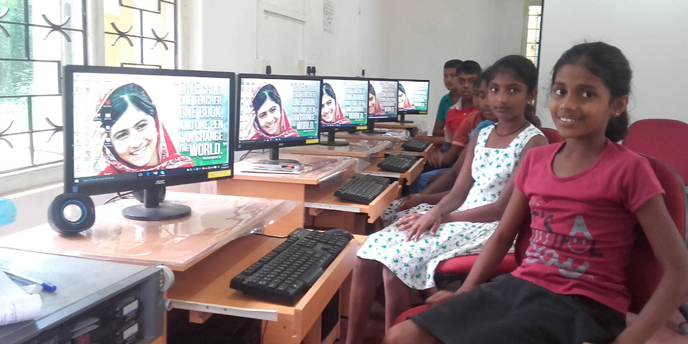 Horizon Lanka's Malalas with Malala's picture as the wallpaper in their PCs.