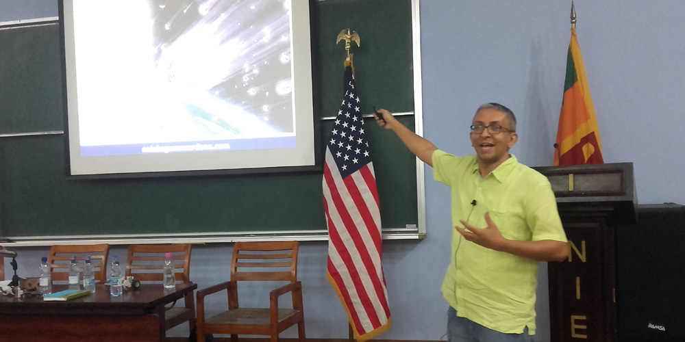 "Nalaka Gunawardene at ""Full STEAM Ahead"" workshop at NIE, Maharagama"
