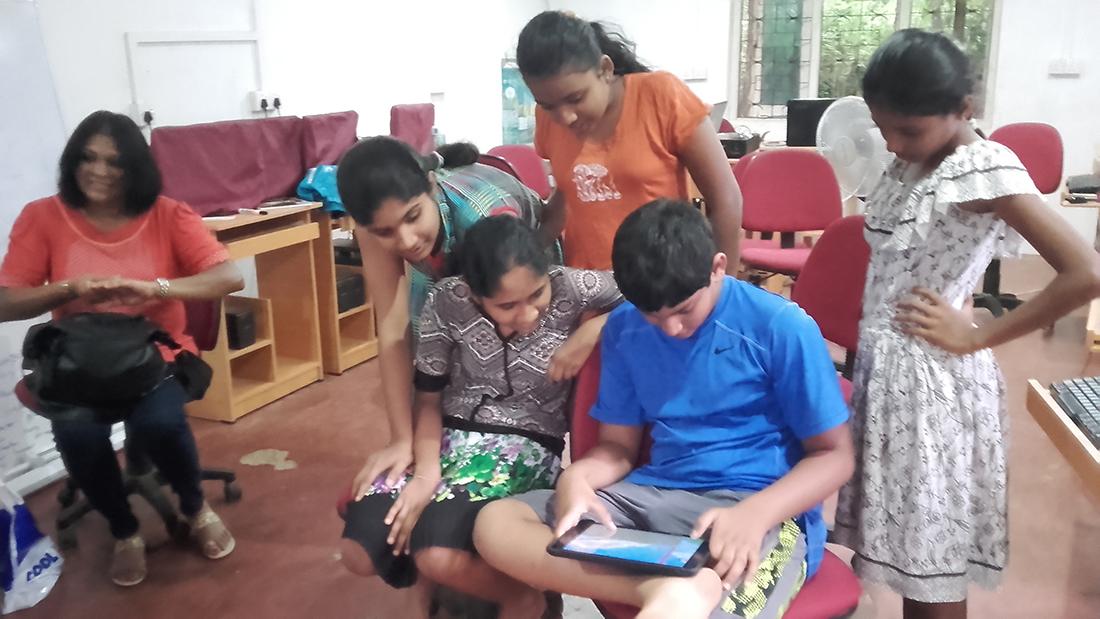 Dinidu Samaranayake teaching us with his iPad