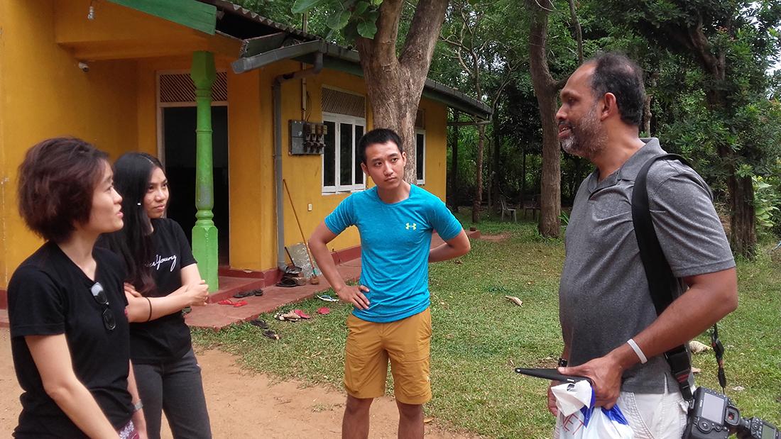 Nuwan Samaranayake chatting with the Vietnamese volunteers.