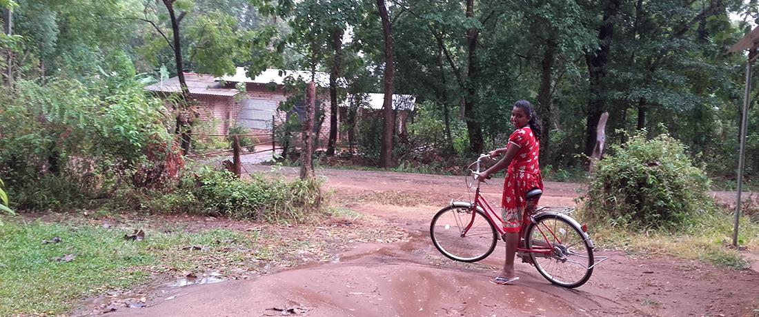 Nimanditha Thathsarani with her new bicycle i