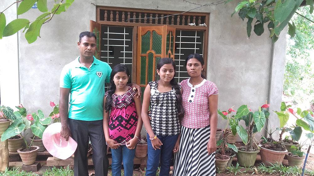subhashani-and-harshani-family1