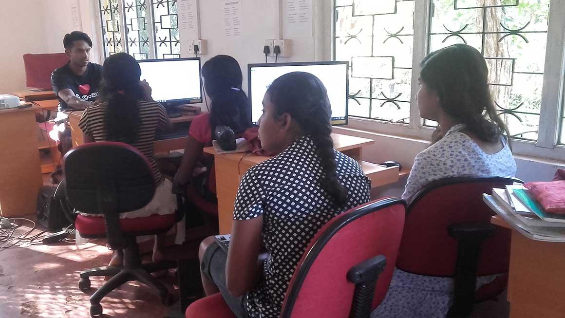 Wasantha Kahaduwa with Horizon Lanka students