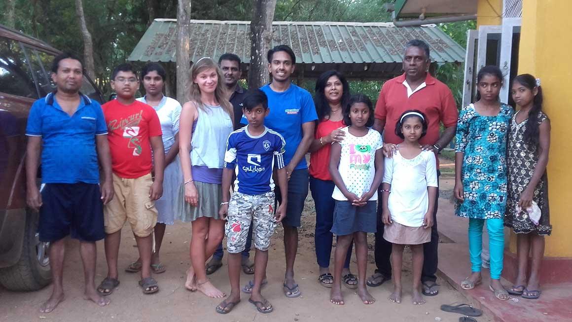 Wasantha Kahaduwa with his parents and Horizon Lanka students