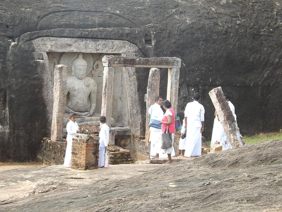 Samadhi statue at Tantirimale, Mahawilachchiya