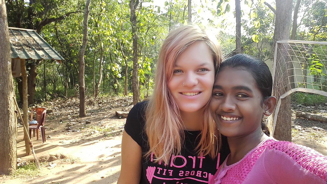 Tharani Madhara Rathnayaka taking a selfie with Lea Rumpf, a Swiss volunteer