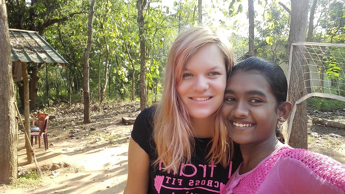 Tharani Madhara Rathnayaka taking a selfie with Lea Rumpf, a Swiss volunteer