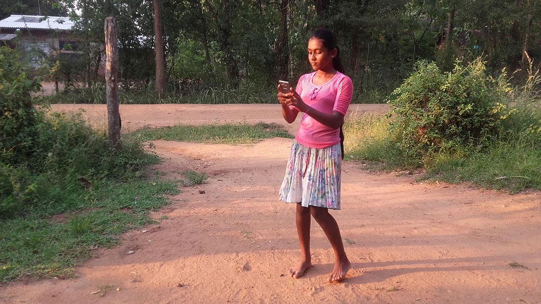 Tharani Madhara Rathnayaka reading a text message
