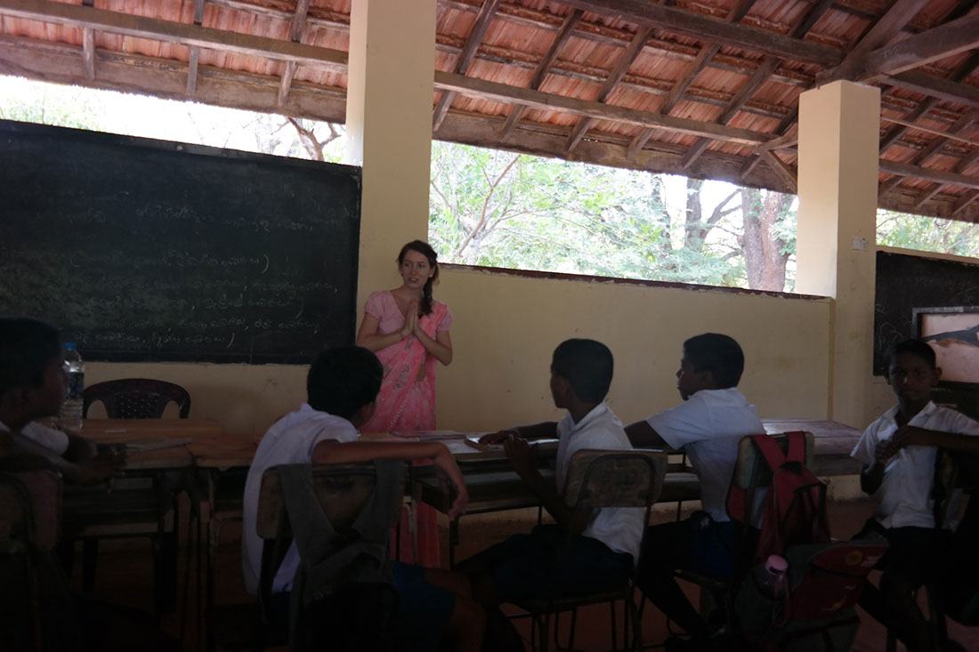 Pavlina Drabkova with the students of Gamini School, Mahawilachchiya