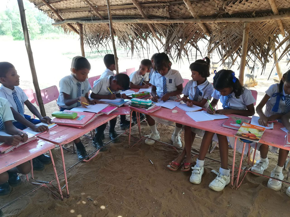 Students of Gamini School, Mahawilachchiya