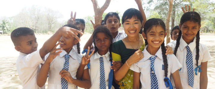 Wong Yuen Sam Diana with students of Gamini Public School, Mahawilachchiya