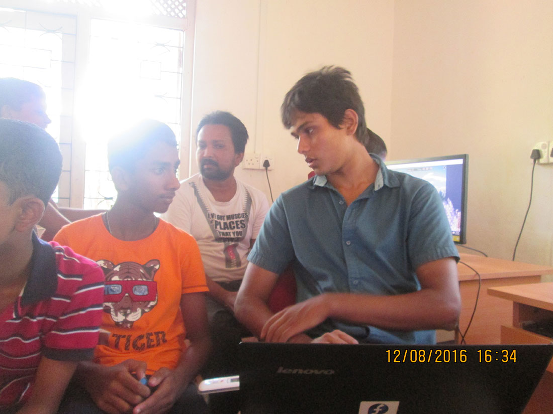 Chathura Sidath with Horizon Lanka Students