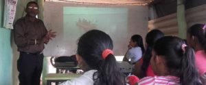 Nanda Wanninayaka introducing the Horizon Academy program to students in Ranpathvila on September 26, 2017