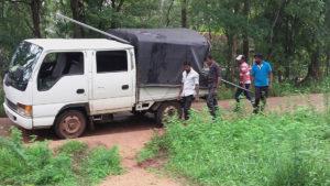 Dialog Axiata team arriving at Horizon Academy, Mahawilachchiya