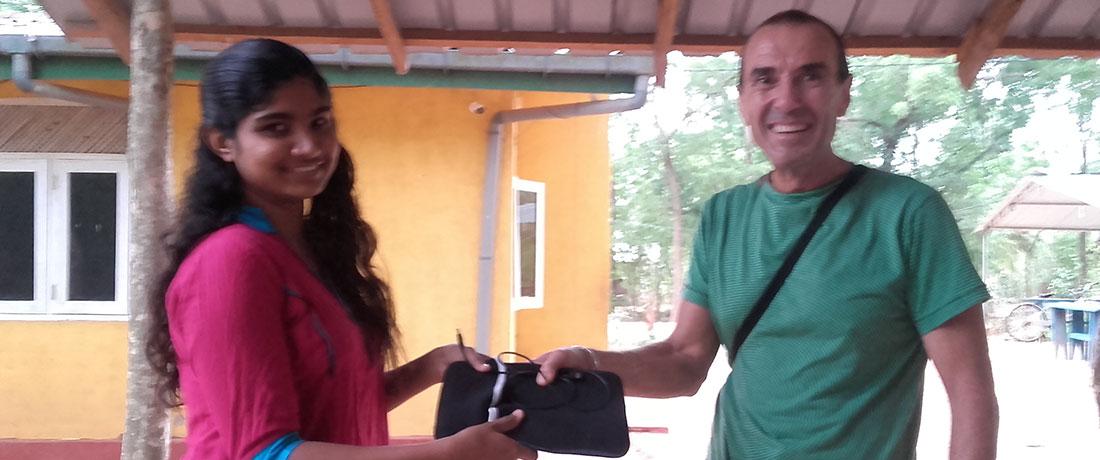 Qurro Lopez donated a used tab to student Tharushika Rathnayaka