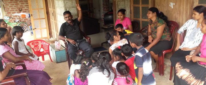 Mr. Nanda Wanninayaka, the Founder of Horizon Lanka Foundation addressing the children and the parents in Ralapanawa, Nochchiyagama