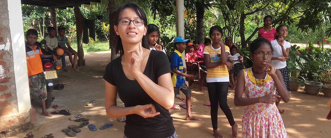 Nguyen Le Hoa and Nadeeka Kumarasingha practising dancing with the students.