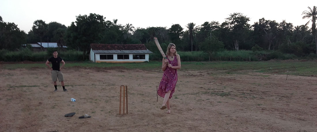 Miss Maartje Horsten playing cricket with the other volunteers in Mahawilachchiya, Sri Lanka