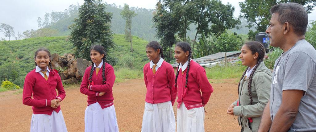 Mr. Nanda Wanninayaka with the students