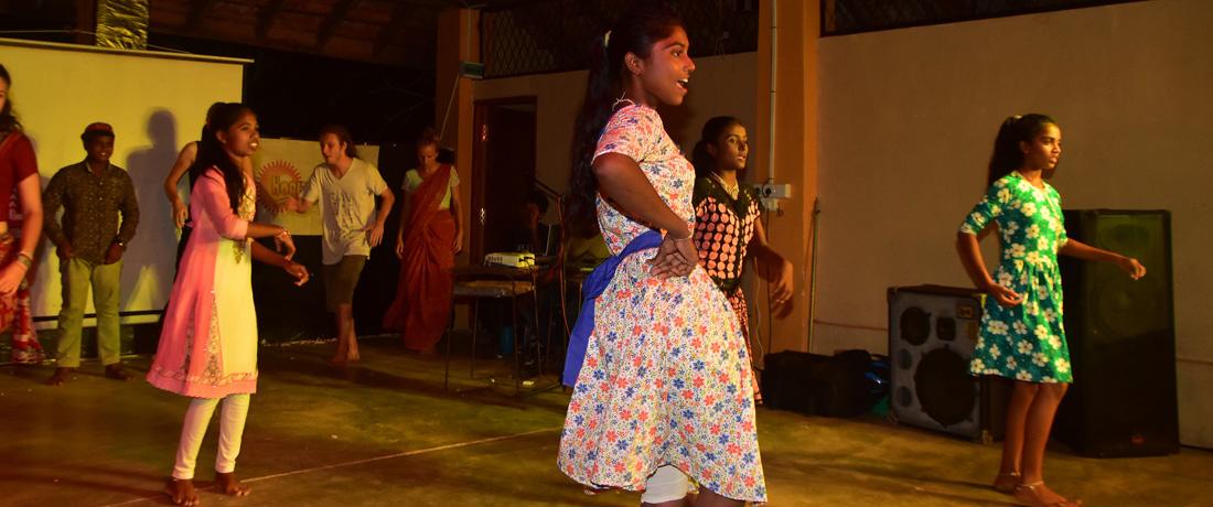 "16. ""Anna Sudo Ara Pata Wala"" – Horizon Lanka Mega Concert – 2017"